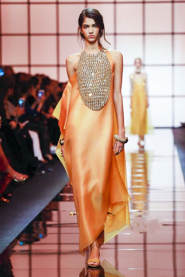 52kb 穿丝绸服装对人体健康有哪些好处?   丝绸文学